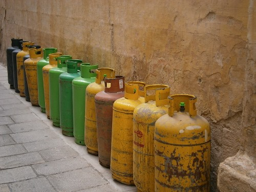 Bottled natural gas in canisters