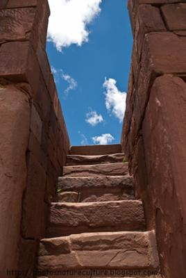 Lateral stairs to the temple